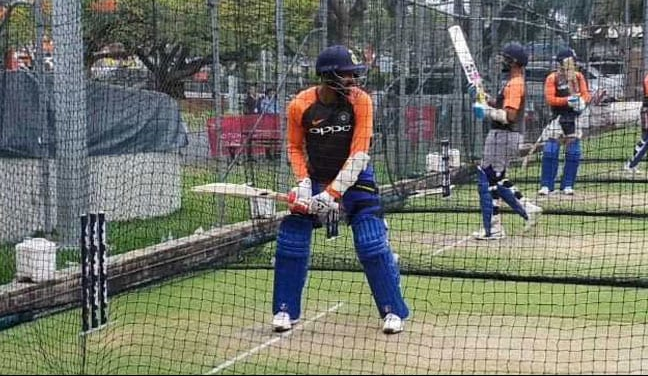 This Indian pacer practice some batting in the nets, twitter user call him the next Kapil Dev