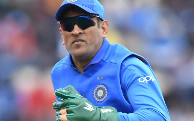 MS Dhoni can't wear any army Insignia on gloves, ICC tells BCCI